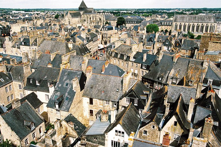 Private shuttle transfer to Dinan in Brittany.